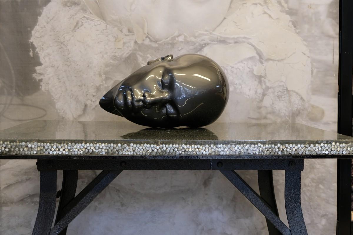 Madonna - reclining head